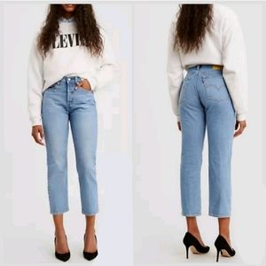 NEW Levi's Premium Wedgie Straight Cropped Jeans